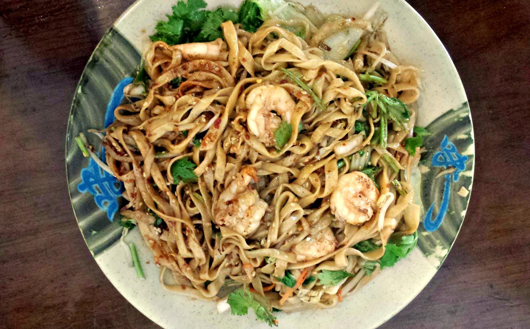 Pan Fried med Wide Noodles with Shrimp