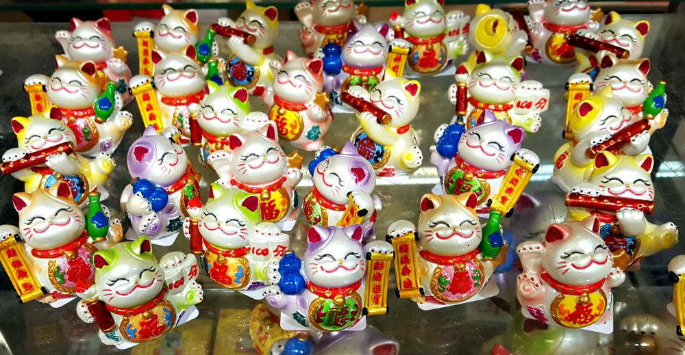 Lucky cats dance at Pearl River