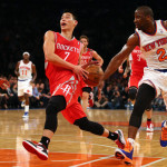 Jeremy Lin drives vs. Raymond Felton and the Knicks