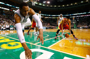 Jeremy Lin dribbles against the Celtics as Jared Sullinger falls out of bounds WHY?