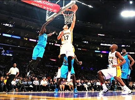 Lin leads Los Angeles Lakers to less losses