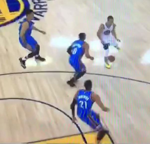 Steph Curry freezes Russell Westbrook with one-handed yo-yo dribble