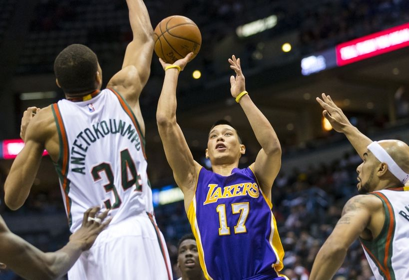 Jeremy Lin shoots just 2-12, but aggression keeps Lakers flowing