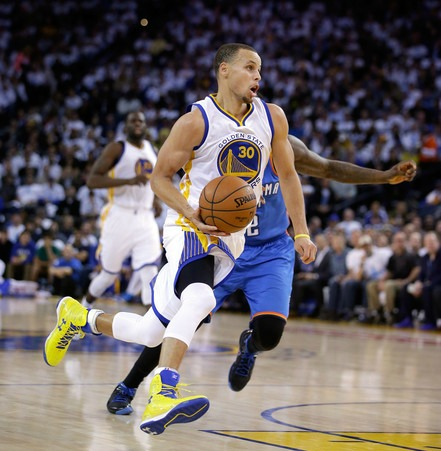 Steph Curry toys with Oklahoma City Thunder